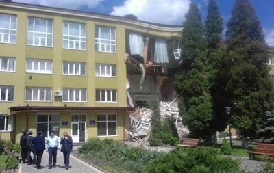 У Коломиї через рік знову обвалилася стіна коледжу