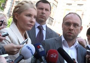 Допрос Тимошенко: Под здание ГПУ приехал автозак