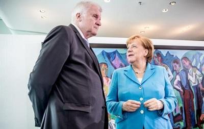 Глава МВС Німеччини  більше не може  працювати з Меркель