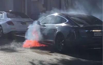 Режисер Карткового будиночка ледь не згорів у Tesla