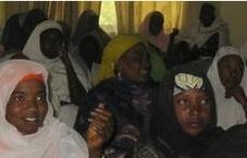 Власти в Нигерии выдали замуж сотню женщин