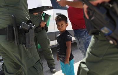 Скандал у США. Навіщо в нелегалів відбирають дітей