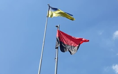 Прапор ОУН-УПА будуть вивішувати ще у двох містах