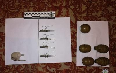 Под Сумами у бывшего военного нашли в шкафу пять гранат
