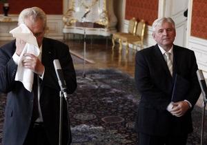 Политический кризис в Чехии: Получившее вотум недоверия правительство сменится после досрочных выборов