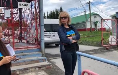 Денисову снова не пускают к Сенцову