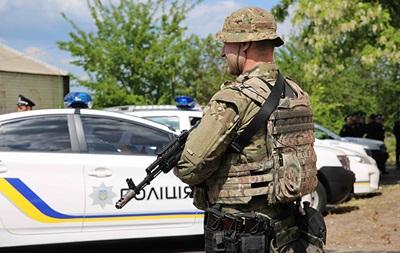 В Житомире ловят вооруженных преступников