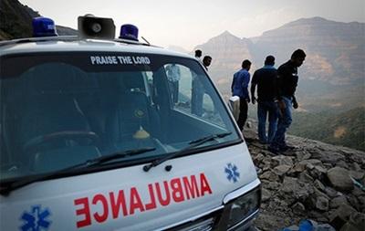 В Индии автобус с 20 школьниками упал в ущелье