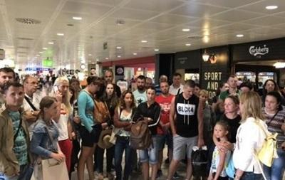 Украинцы застряли в аэропорту Пальма-де-Майорка
