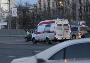 В Москве BMW врезался в столб и разлетелся на две части
