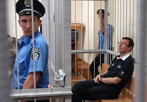 Суд отказался вернуть Луценко в зал заседаний
