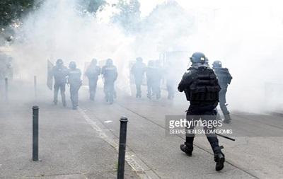 Во Франции в ходе новой волны беспорядков задержали 11 человек