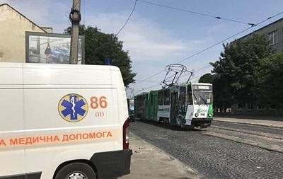 Во Львове в трамвае умер пассажир