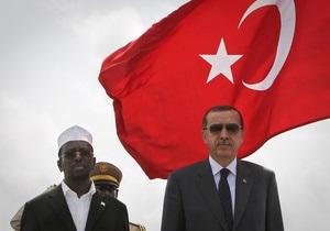 Самолет с премьером Турции на борту зацепил посадочный терминал в аэропорту Сомали