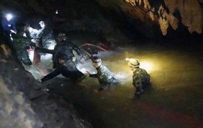 Из пещеры в Таиланде вытащили еще двух детей