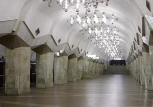 В харьковском метро не ходили поезда из-за пассажира, уронившего на рельсы свои вещи