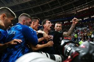 Хорваты, празднуя победный гол, сбили с ног фотографа – Виде пришлось его поцеловать