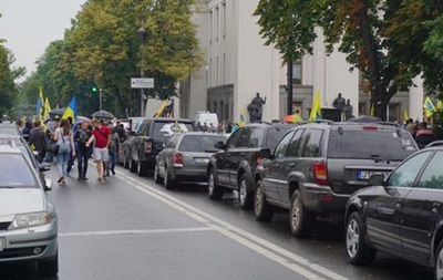Водії на єврономерах уже другий день блокують Раду