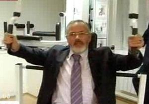 Табачник продемонстрировал свою физическую форму в тренажерном зале
