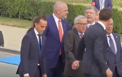 У Юнкера пояснили його поведінку на саміті НАТО