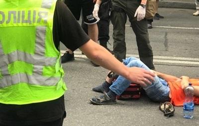 Під Радою машина збила мітингувальника