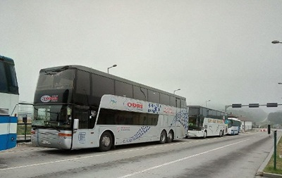 На білорусько-українському кордоні застрягли десятки автобусів