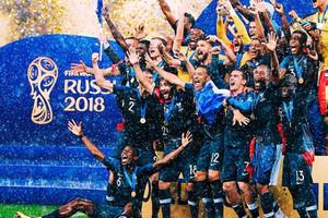 Сборная Франции отпраздновала победу в раздевалке вместе с президентом