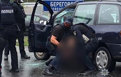 У Мукачеві поліція зі стріляниною затримала наркоторговців