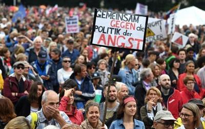 В Мюнхене десятки тысяч человек протестовали против главы МВД