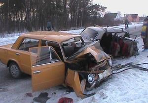 В Ровенской области столкнулись два ВАЗа, восемь человек пострадали