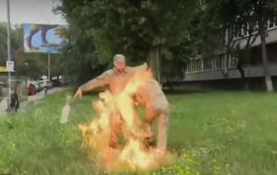 Военный устроил самосожжение возле Минобороны