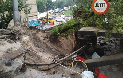Обвал моста в Киеве: Порошенко уволил главу района