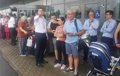 В аеропорту Румунії евакуювали людей через отруйний спрей