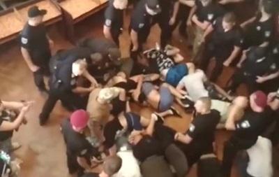 В Конотопе подрались депутаты: 50 задержанных