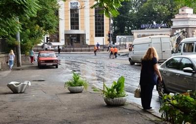 Сильна злива затопила вулиці Одеси
