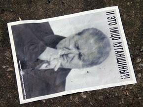 Луганск обклеили фотографиями регионала Тихонова