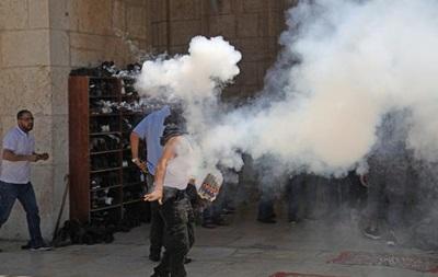 Израильская полиция штурмовала мечеть в Иерусалиме
