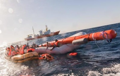 Возле Испании за два дня спасли более 1200 беженцев