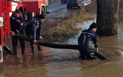 На Прикарпатті зливи підтопили житлові будинки