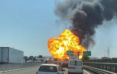Біля італійської Болоньї прогриміла серія потужних вибухів