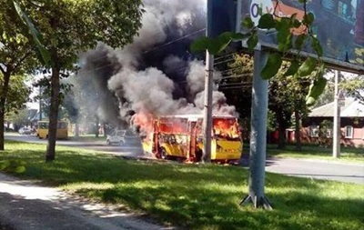 У Чернігові на ходу загорілася маршрутка з пасажирами