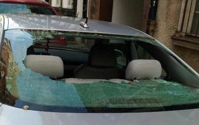 У Чернігові розбили авто правозахисника