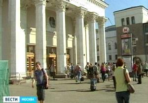 В наземный вход одной из станций метро Москвы перестали пускать иногородних