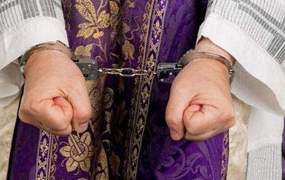 В США священники подозреваются в надругательстве над тысячей детей