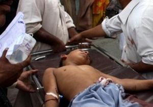 Взрыв прогремел в пункте выдачи еды в Пакистане: 41 человек погиб, 62 получили ранения