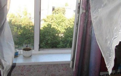 У Слов янську дитина випала з сьомого поверху і загинула