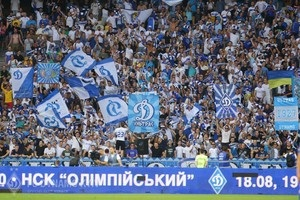 ФФУ дозволила  стоячі  сектори на українських стадіонах
