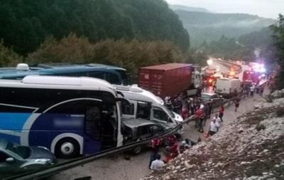 ВТурции произошло масштабное ДТП: столкнулись более 30 автомобилей