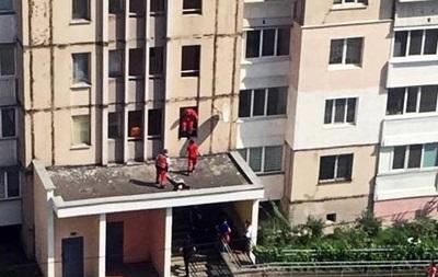 В Киеве 15-летняя девочка выбросилась из окна