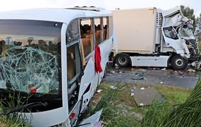 Російські туристи потрапили в аварію в Туреччині: 11 постраждалих